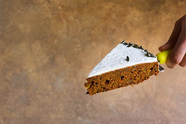 Havuçlu & Hindistan Cevizi Kremalı Kek